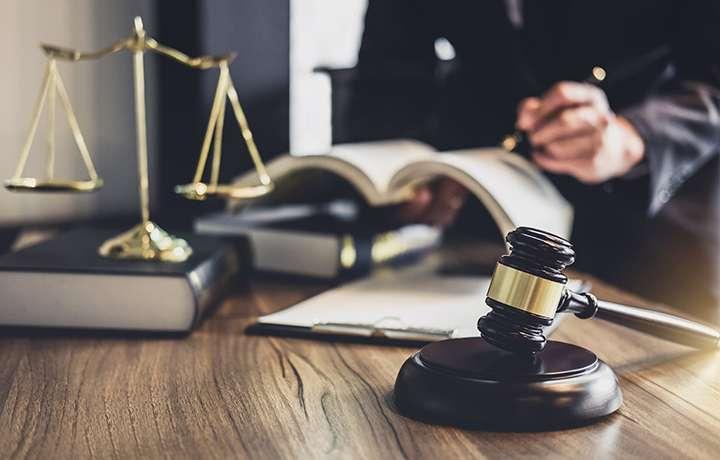 Признаки непрофессионального юриста\ адвоката